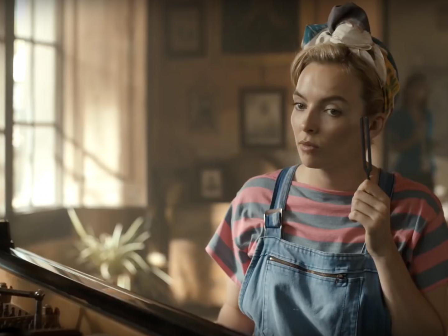 Jodie Comer as Villanelle wearing dungaree's