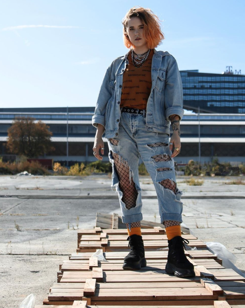 @amywaldamy in ripped denim